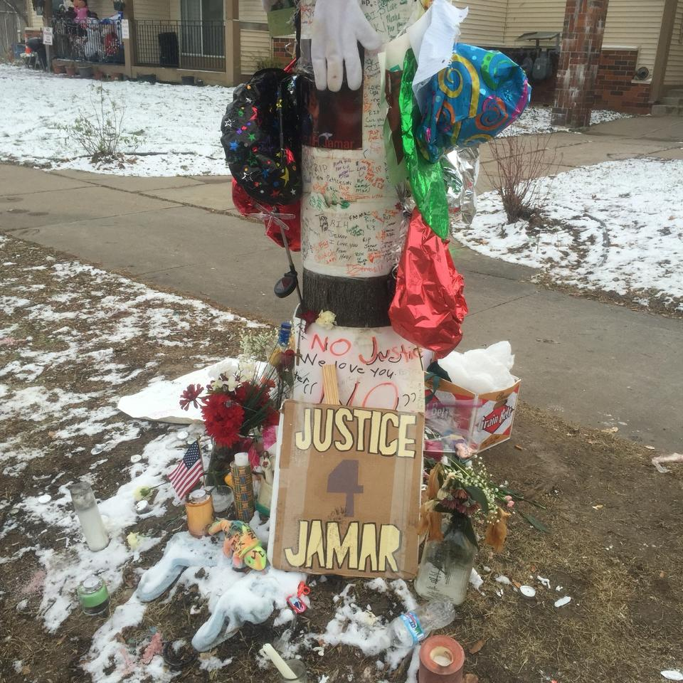 Jamar Clark Memorial Site 1 block away from #4thPrecinctShutdown